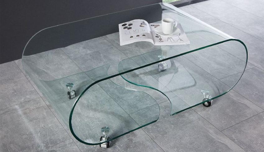 table basse en verre à roulettes transparente arrondie
