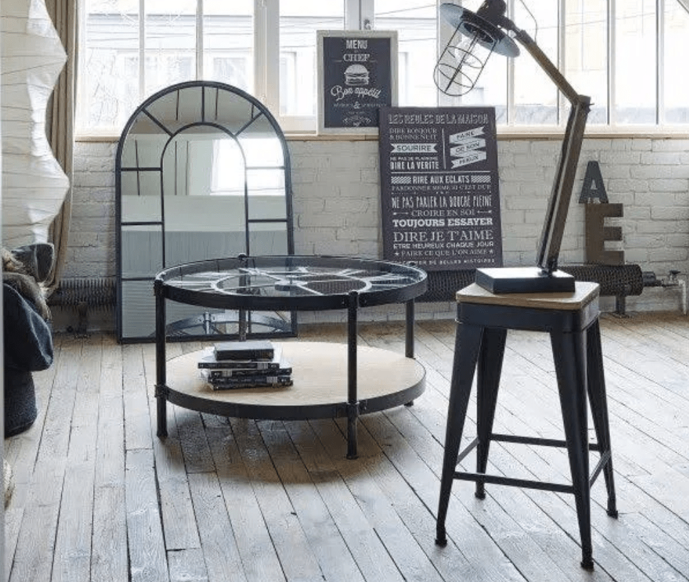 table basse horloge dans le salon