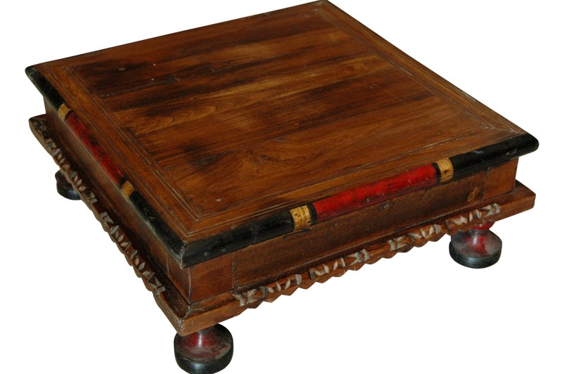table basse indienne artisanale ancienne