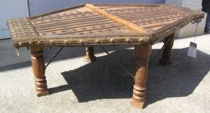 table basse indienne très ancienne