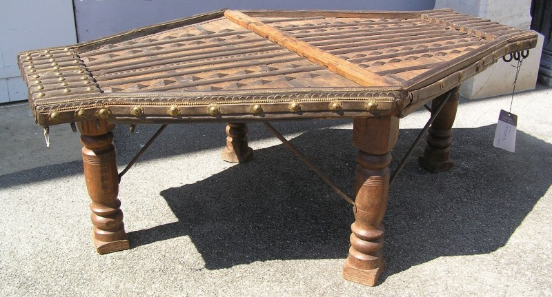 table basse indienne très ancienne