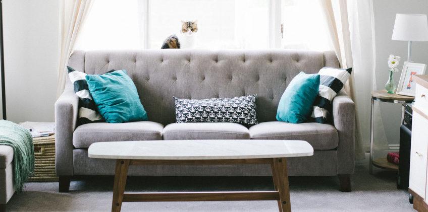 canapé droit en tissu gris
