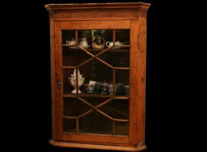 meuble vitrine Louis XVI