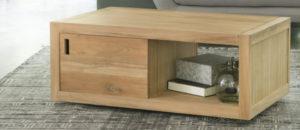 table basse avec rangements en bois clair sur roues avec 1 porte coulissante et 1 niche
