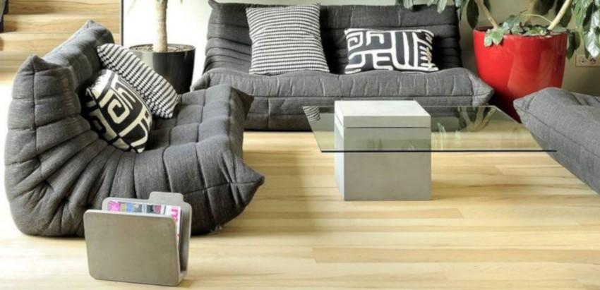 table basse grise et son plateau en verre trempé