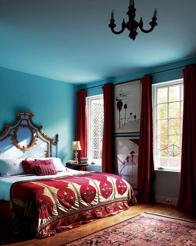 chambre marocaine avec couleure forte