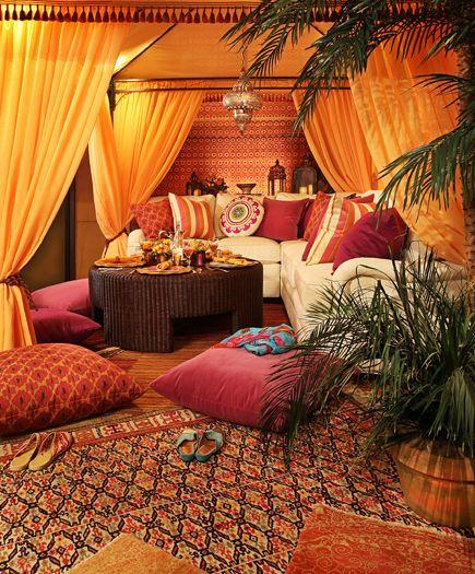 salon marocain avec plantes