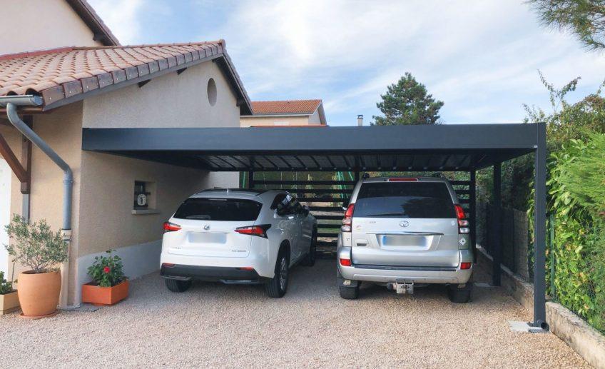 Carport double adossé à la maison