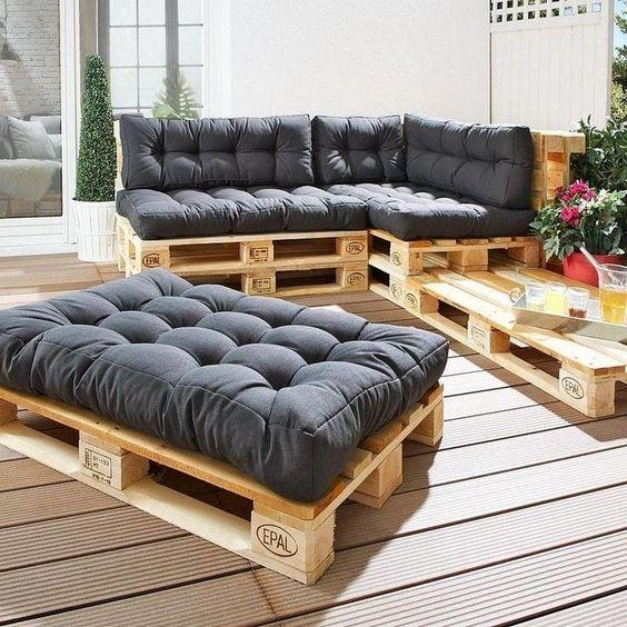 Canapé palette avec gros coussins matelassés